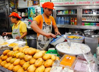 Ruam Mit Ton Lamyai Market Chiang Mai